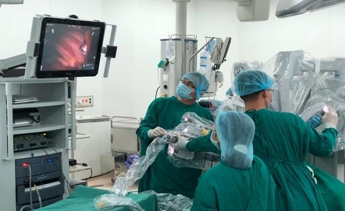 Lần đầu tiên Việt Nam dùng người máy trị tận gốc bệnh nhược cơ